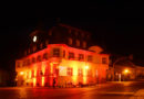 Night of Light: Rathaus leuchtet rot